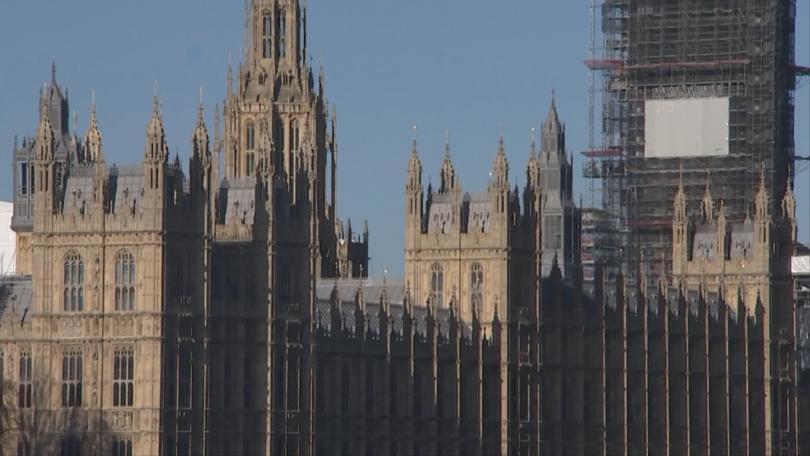 Британският парламент подновява работа днес, след историческото решение на съда,