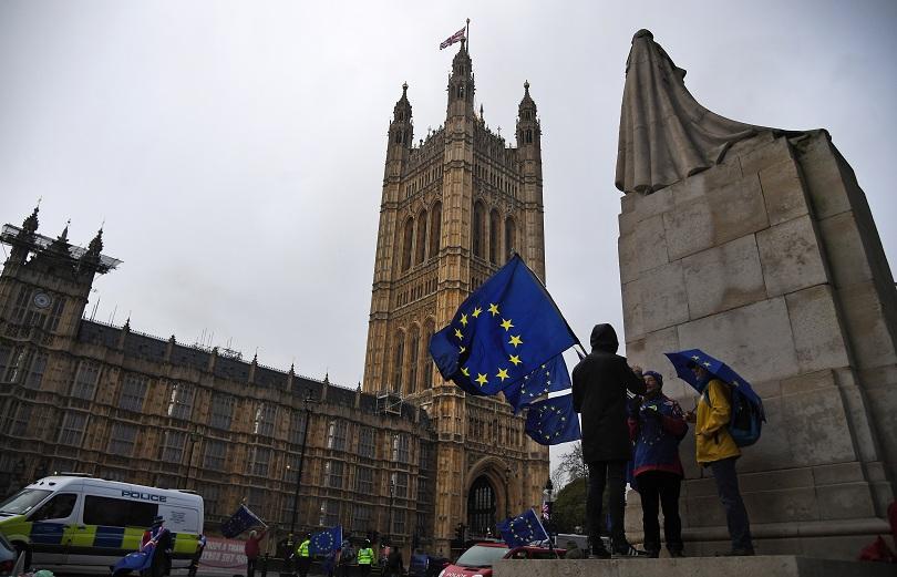 Горната камара на британския парламент прие поправка, която предвижда правителството