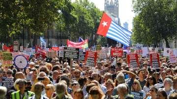 Протести във Великобритания под мотото Да спрем преврата