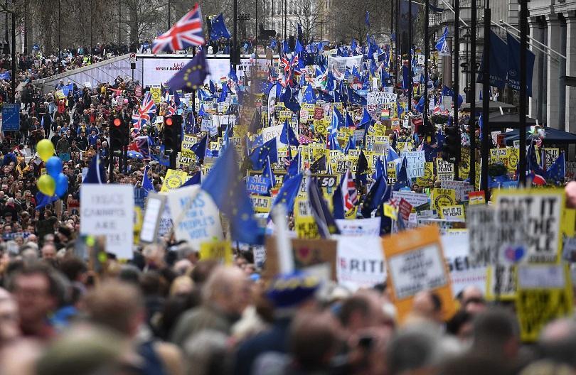 Многохиляден митинг в Лондон с искане за провеждането на втори