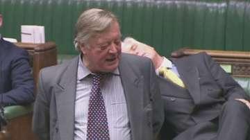 Депутат в британския парламент заспа по време на заседание