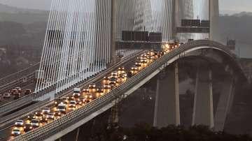 Пуснаха в движение рекордно дълъг мост в Шотландия