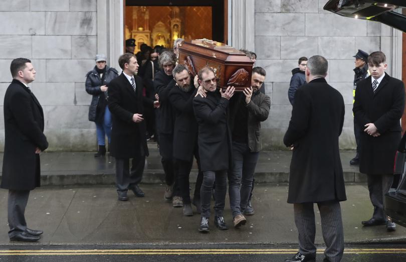 Хиляди хора се стекоха в ирландския град Лимерик, за да