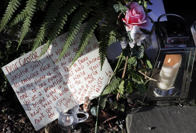 снимка 1 Почитатели оплакват кончината на Джордж Майкъл
