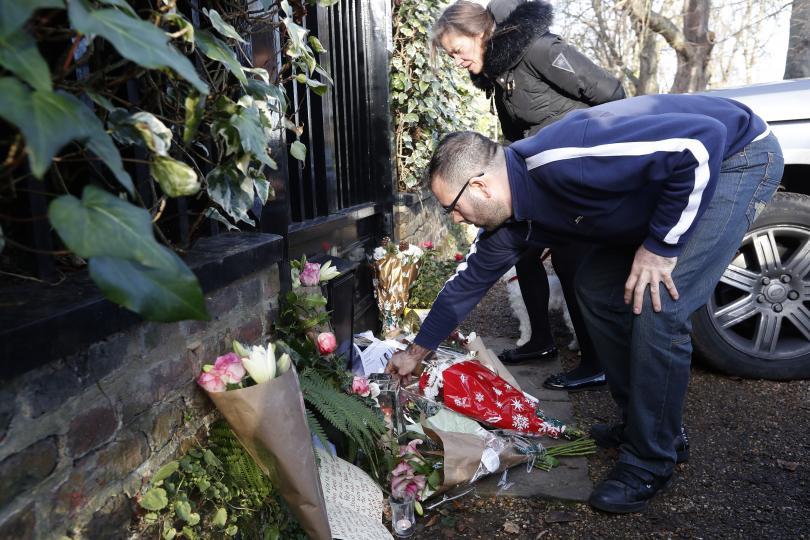 снимка 2 Почитатели оплакват кончината на Джордж Майкъл