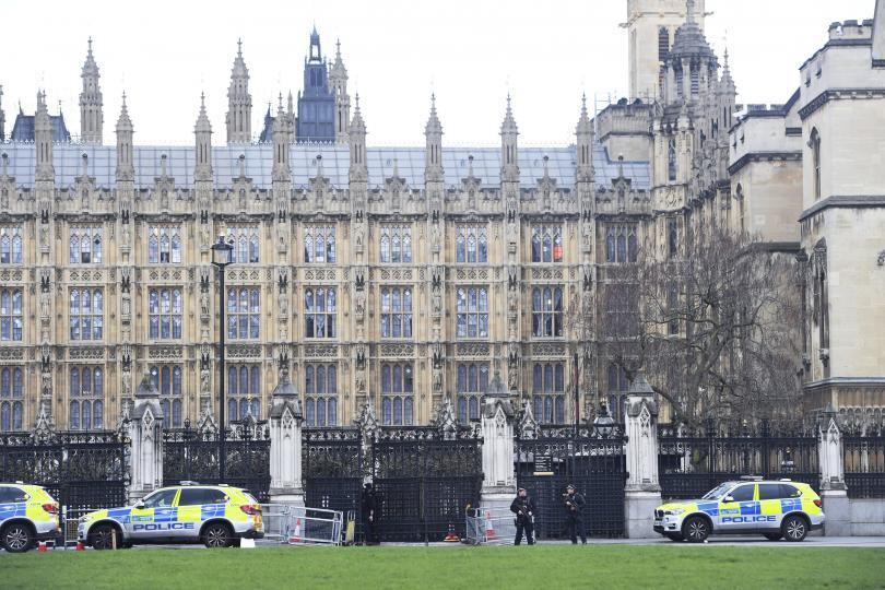 снимка 1 Стрелба пред британския парламент
