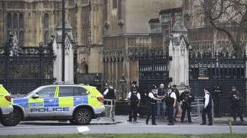 Полицията в Лондон смята случилото се до парламента за терористичен акт