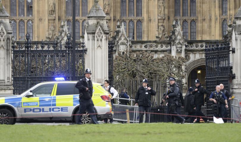 снимка 1 Полицията в Лондон смята случилото се до парламента за терористичен акт