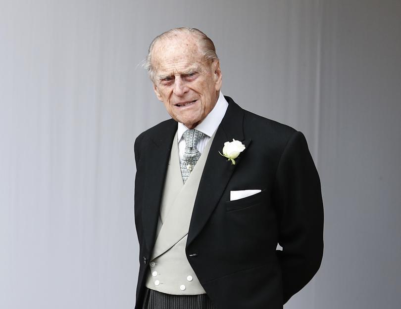 Два дни след катастрофата: Принц Филип отново шофира без колан