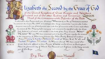 Показаха писмената благословия на кралица Елизабет за сватбата на принц Хари