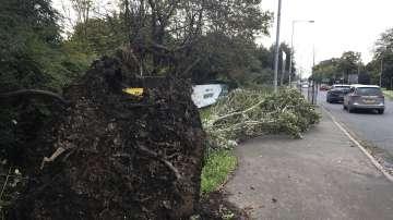 Бурята Офелия премина през Шотландия и Северна Англия
