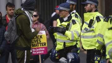Шестима полицаи пострадаха при протести в Лондон