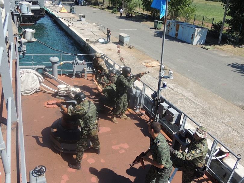 Съвместна подготовка между български и чуждестранни военнослужещи за действия при