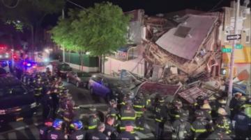 Кола се удари в сграда в Ню Йорк, част от нея се срути