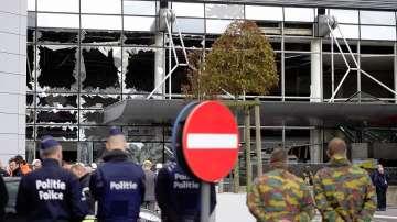 Засилените мерки в Белгия продължават след атентатите. Абдеслам се яви пред съда