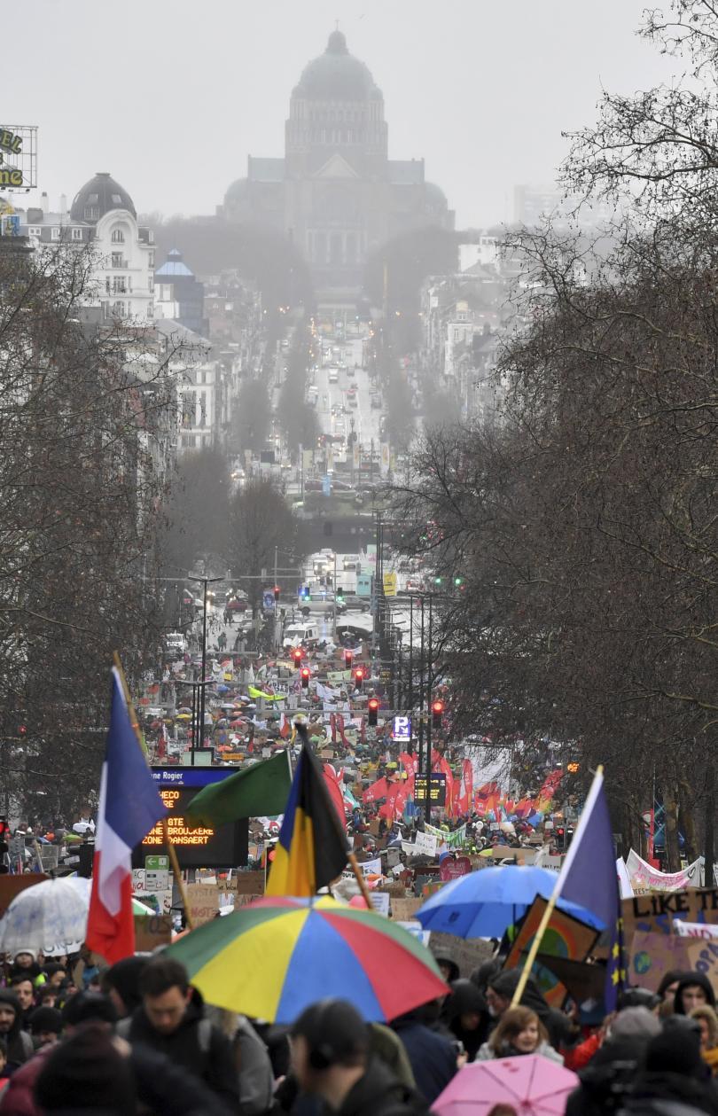 снимка 1 Мащабен протест в Брюксел с искания за повече действия в защита на климата