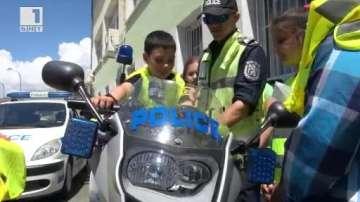 Ученици от Поморие станаха част от първото детско полицейско управление
