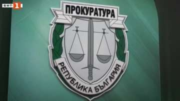 Криминално проявен е счупил прозореца на бургаския фотожурналист Борислав Пенков