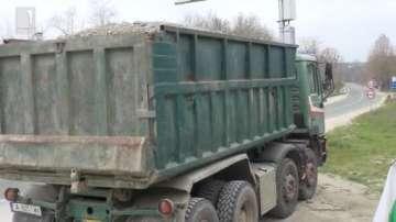 Задържаха нелегални мигранти отново в тайник на камион край Царево