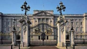 Арестуваха младеж, опитал се да нахлуе в Бъкингамския дворец в Лондон