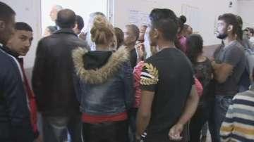 В село Буковлък в стаята за гласуване струпване на хора