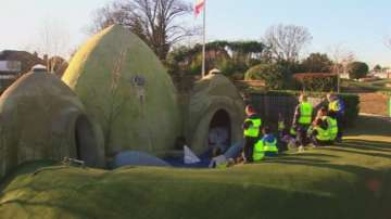 Лондонско училище предпочете класни стаи в бункери заради шума