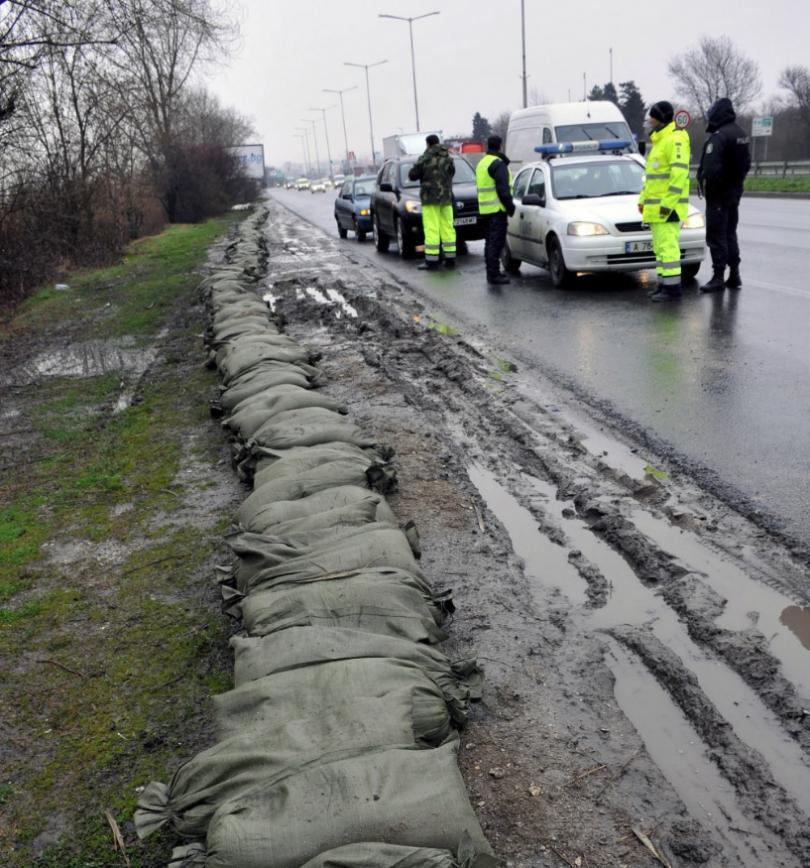 община бургас изгражда диги езерото вая
