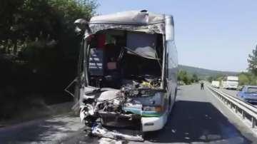 Катастрофа на два автобуса затвори пътя Бургас - Созопол