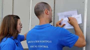 Данъчни запечатаха 6 търговски обекта за неиздаване на касови бележки в Бургас