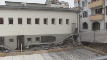 Родители от Бургас протестират срещу строежа на сграда, залепена до училище