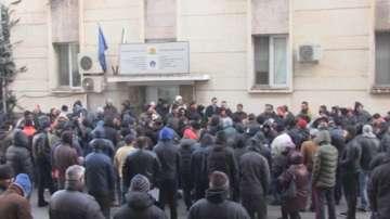 Протест на рибари пред ИАРА в Бургас
