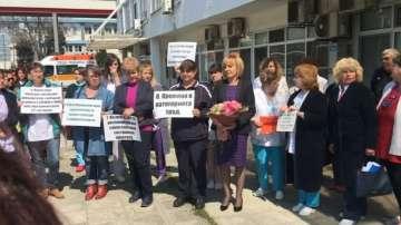 Медицинските специалисти в Бургас пак излязоха на протест