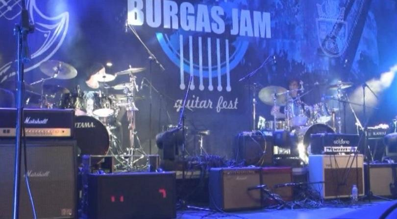 Фестивалът Бургас Джем събра почитатели на рока
