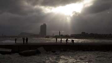 Тропическата буря Лесли достигна Барселона и Каталуния