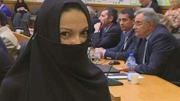 Нина Гьошева от ВМРО се яви с бурка на заседание на местния парламент