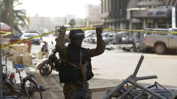 Над 20 чужденци загинаха при атака на Ал Каида в Буркина Фасо