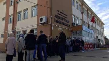 Опашки пред всички избирателни секции в Бурса