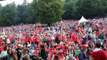 Хиляди симпатизанти на БСП пристигнаха за традиционния партиен събор на Бузлуджа