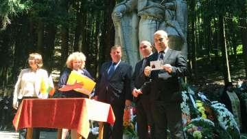 На Бузлуджа хиляди почетоха гибелта на Хаджи Димитър и Стефан Караджа