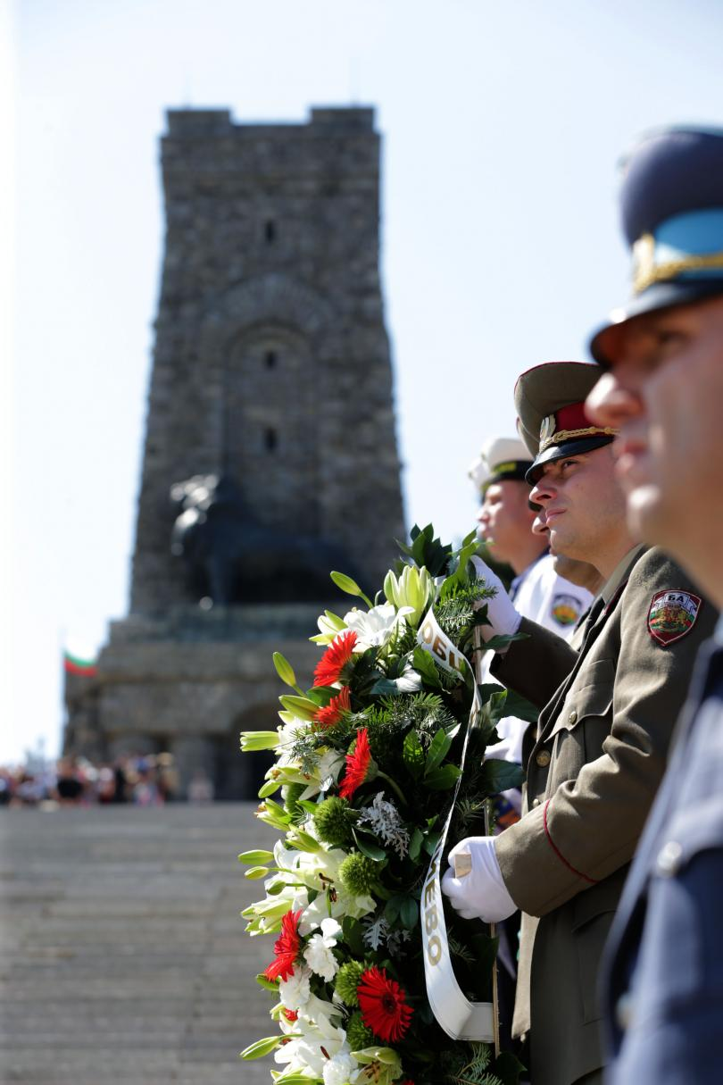 снимка 3 Румен Радев: Шипка е нашият храм на свободата (СНИМКИ)