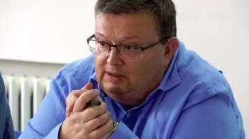 Цацаров: Версията, че клошар е подпалил тютюневите складове, не е единствената