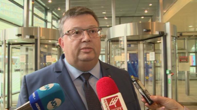 Пред правната комисия в парламента главният прокурор Сотир Цацаров обясни,