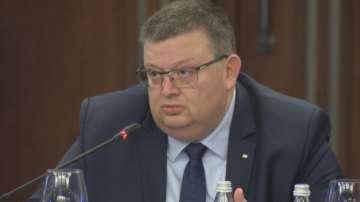 Цацаров: Предстоят двете основни експертизи за асфалта и мантинелата край Своге