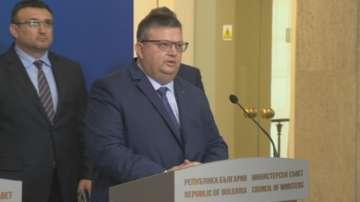 Цацаров: Български банкови сметки са използвани за парични преводи от Венецуела