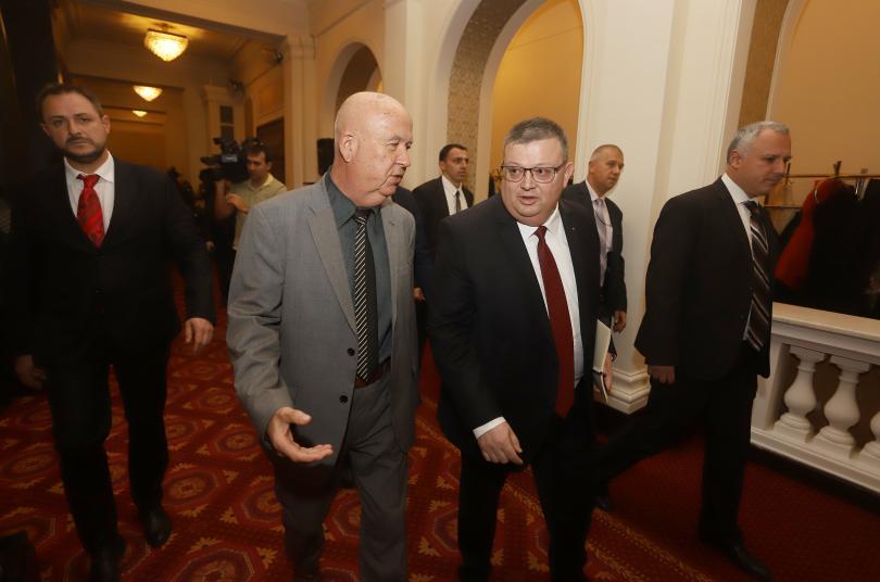 снимка 1 Парламентът избра Цацаров за председател на КПКОНПИ