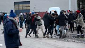 """Сблъсъци на мигранти в """"Джунглата"""" във френския град Кале"""