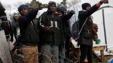 Стотина непълнолетни мигранти се сбиха на мястото на бившата Джунгла