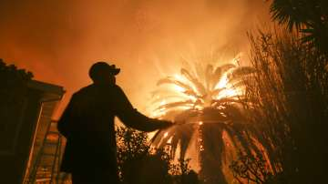 Над четвърт милион души в Калифорния се евакуират заради горските пожари