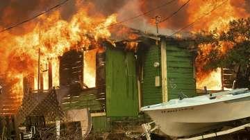 Хиляди напуснаха домовете си заради пожарите в Калифорния