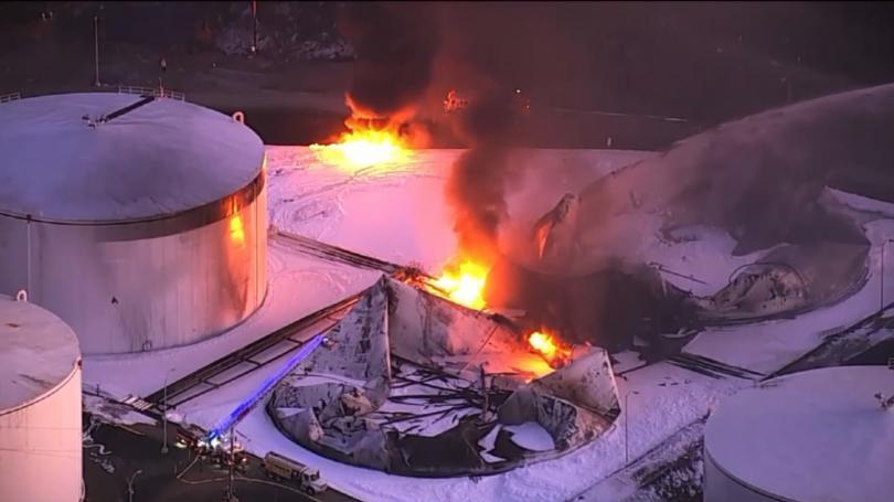 Пожар избухна в склад към петролна рафинерия в американския град